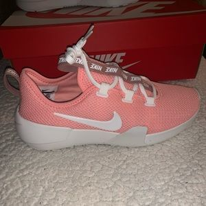 Brand new NIKE woman's size 8 tennis shoes.
